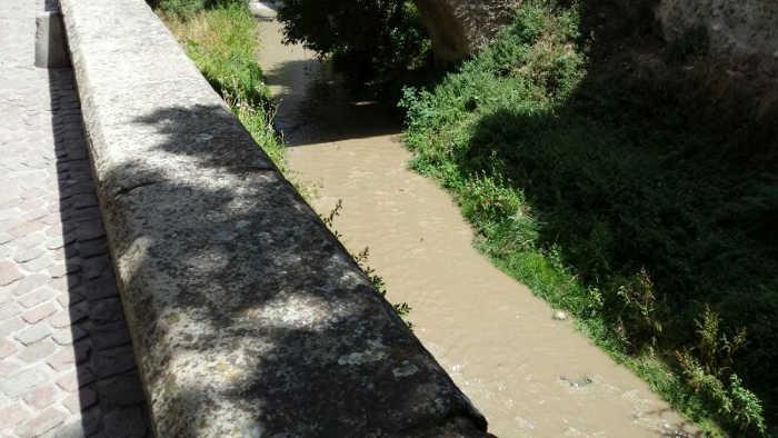 Río Darro con el agua embarrada. 2014