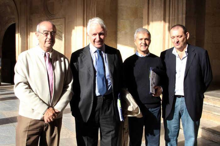 Santiago Rodriguez arquitecto redactor del primer PEPRI (1990) y de la segunda propuesta de revisión en 2009 durante una conferencia en la Alhambra.