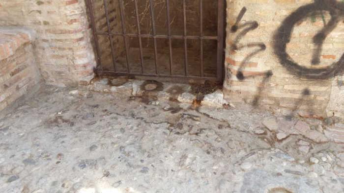 Puerta retrete en el Aljibe del Zenete 2014