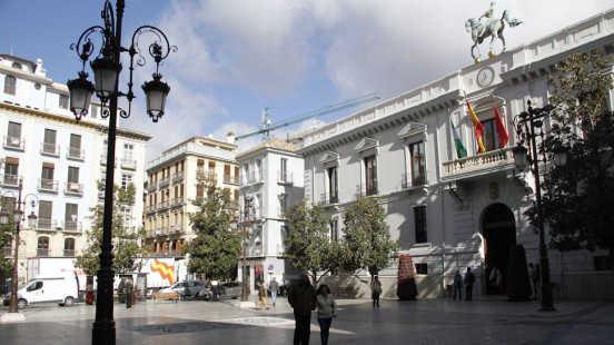 El Ayuntamiento de Granada. Foto: Álex Cámara