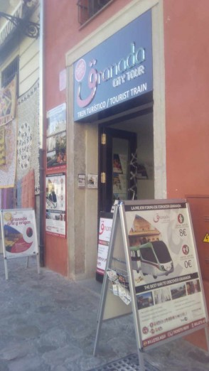 Oficina del tren turístico en la Carrera del Darro.  2014