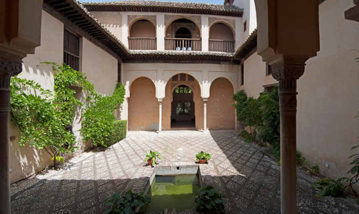 Patio del palacio de Dar al Horra.