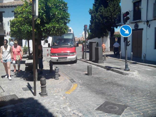 Las pilonas de a calle Pagés, la entrada al Albaicín por la carretera de Murcia, pueden tener los días contados. GiM 2014