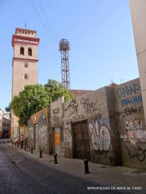 Visión de la magnífica torre de San Andrés y haciendo compañía esta horrible torreta del transformador y todo su cableado. 2014