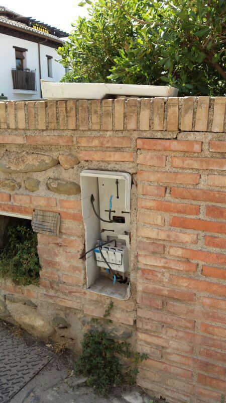 Cajetín eléctrico en el Huerto del Carlos 2014