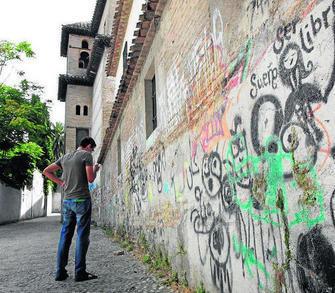 Los afectados por las pintadas podrán compartir su malestar en una app. GH 2014