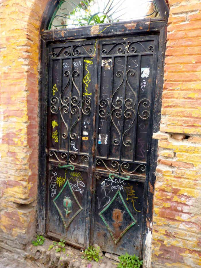 Puerta abandonada GD 2014