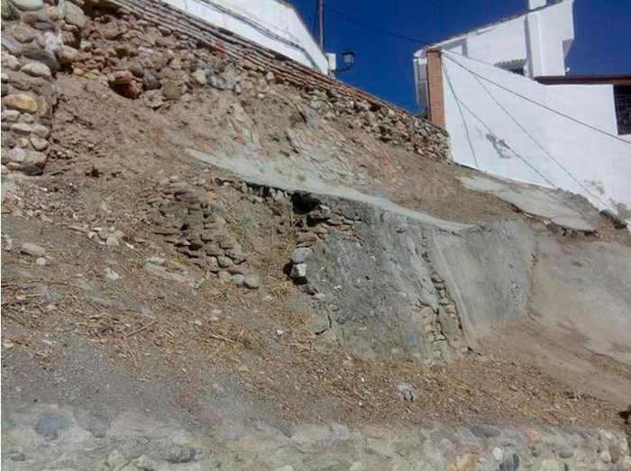 Cuesta San Cristóbal limpia de maleza y matojos en agosto de 2014