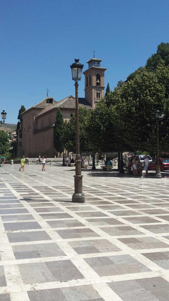 Limpieza y reparación de farolas en Plaza Nueva. 2014