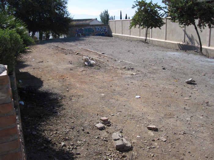 Abandono del terreno lateral del Huerto del Carlos, donde venimos reclamando su acondicionamiento deportivo para niños y jóvenes. 2010