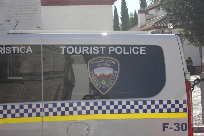 La Polícia Turística se encarga de informar a los turistas y disuadir de posibles hurtos. GiM