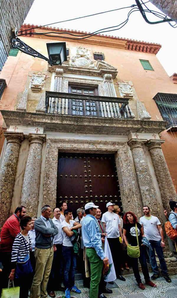 Concentración a las puertas del Museo Arqueológico pidiendo su reapertura. Septiembre 2014
