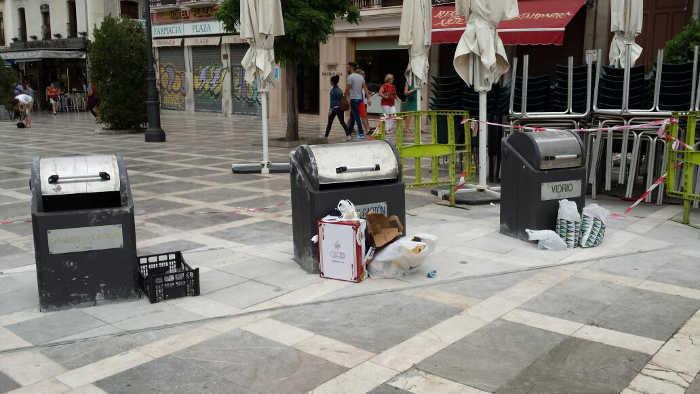 Basura en Plaza Nueva 20140929