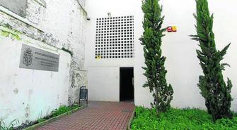 Los servicios sociales continúan funcionando en su actual edificio situado en el callejón del Gallo.. GH 2014