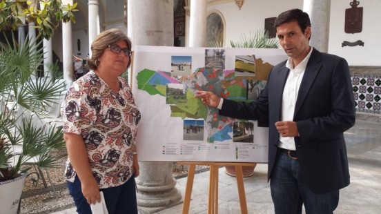 Cuenca y Muñoz dieron a conocer un mapa con los puntos donde se centran las prioridades de los vecinos. Foto: aG. 2014