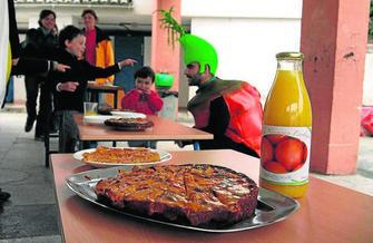 Los padres defienden la alimentación de temporada y la cocina in situ.