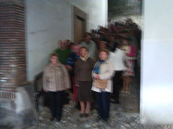 Turistas esperando los microbuses en la esquina con Cruz de Arqueros.