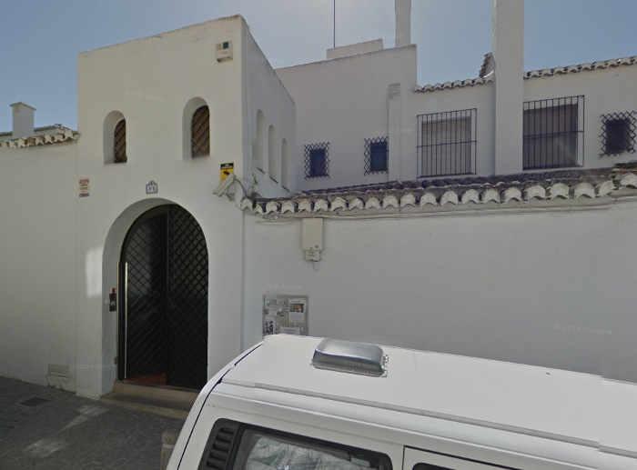 Centro de menores Hogar N S del Pilar en la calle Santa Isabel la Real, dependiente de una institución de religiosas católicas.