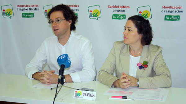 IU coordinador Manuel Morales y la parlamentaria andaluza M Carmen Perez aG 2014