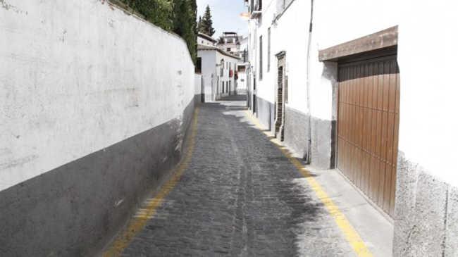 Los dos euros que solicita el alcalde para el Albaicín siguen creando polémica. Foto: Álex Cámara