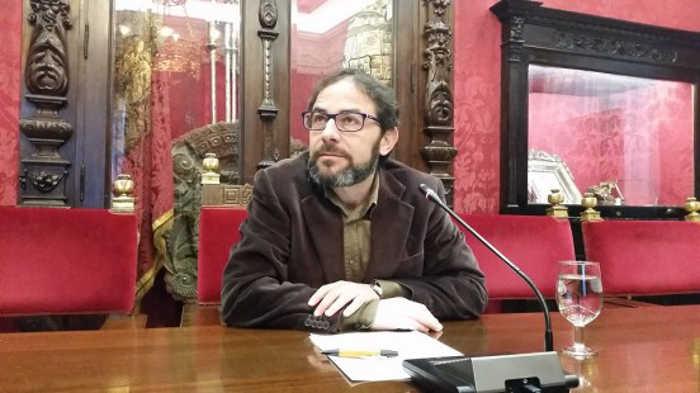 El concejal Miguel Ángel Fernández Madrid ha analizado la gestión del PP en el distrito Albaicín. Foto: aG