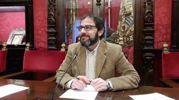 El socialista destacó que la movilización vecinal trajo consigo que en abril de 2013, el PP permitiera el paso de taxis y apostara por la Diabline. Foto: aG