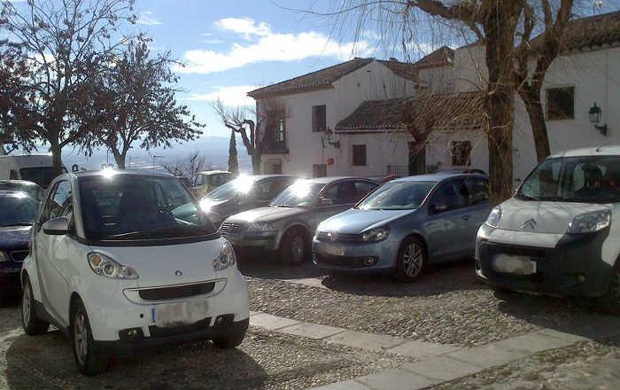 Plaza San Nicolás con coches el 24 enero 2015