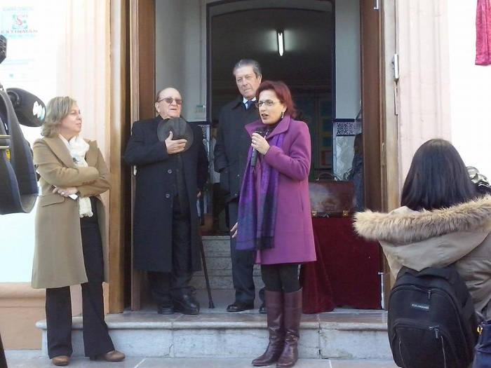 Intervención de la Delegada de Educación, Ana Gámez, antes de descubrir la placa conmemorativa  (Foto de Margarita Marín)