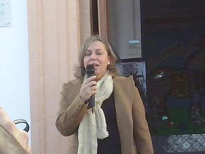 Presentación del acto por parte de la actual directora Isabel López  (Foto de Margarita Marín)