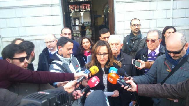 La portavoz, Ana Gamarra, durante la rueda de prensa en la entrega de firmas. Foto: UPyD.