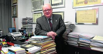 El presidente del Consejo Social de Granada en su despacho situado en la calle Andorra.