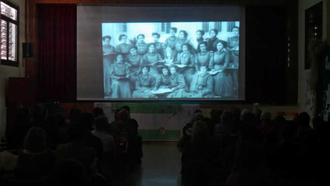 Un momento de la proyección del documental 'Las maestras de la República' en el colegio Gómez Moreno.