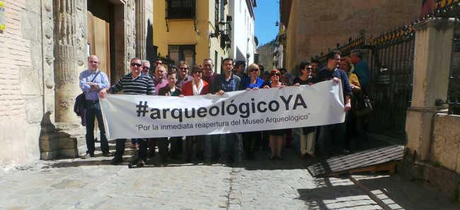 La plataforma por la reapertura del Museo Arqueológico simuló un corte de la Carrera del Darro junto a la Casa de Castril.