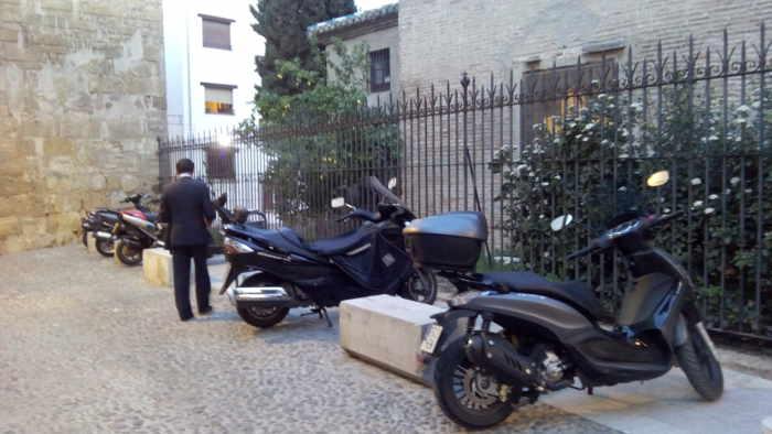 motos aparcadas  placeta Almirante  20150312 b