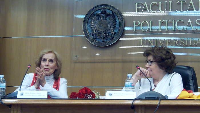 Antonina Rodrigo con la actriz uruguaya Estela Medina, discípula de Margarita Xirgu durante una conferencia sobre Margarita Xirgu en la Facultad de Ciencias Políticas dentro de las VI Jornadas sobre Republicanismo Español el día 17 de abril de 2015
