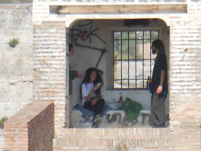 Botellon palomar muralla ziri 20150412 c