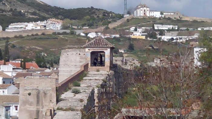 Botellon palomar muralla ziri 20150412 e