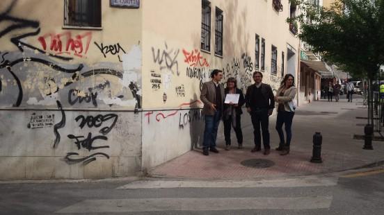"""El entorno de Real de Cartuja es una de las zonas más afectadas por la """"plaga de grafitis"""". Foto: aG."""