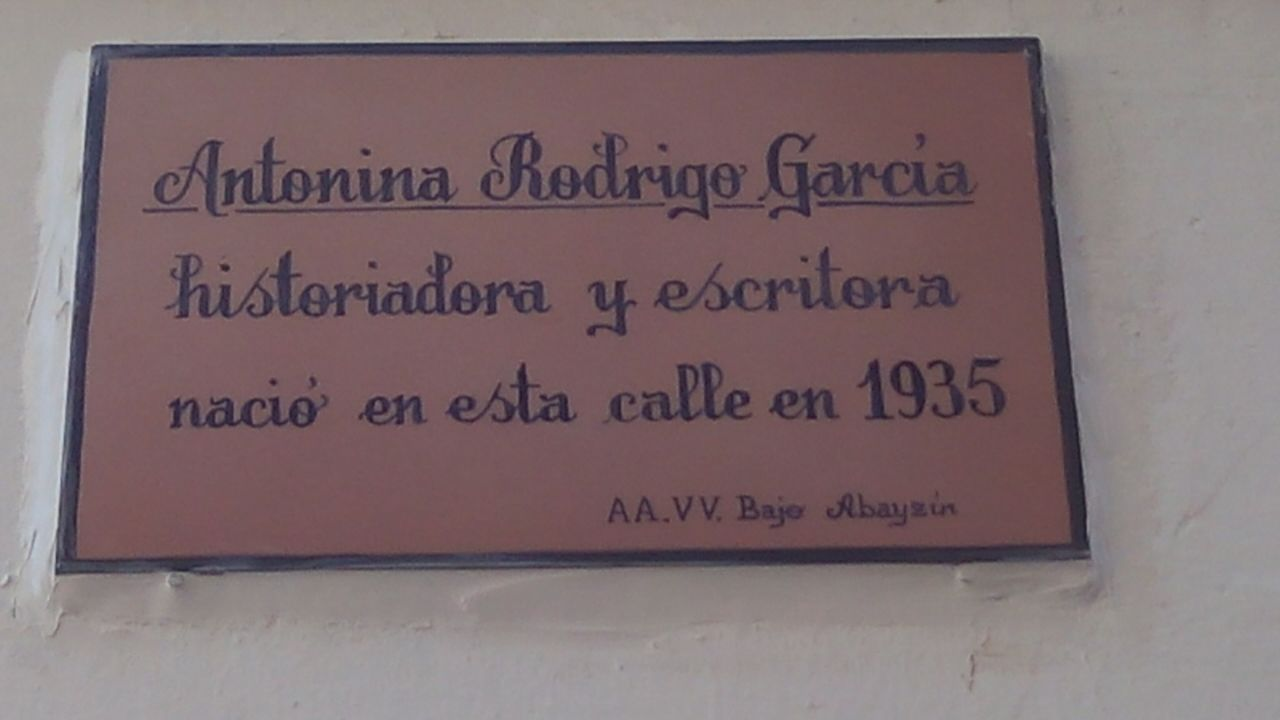 Placa a Antonina Rodrigo 20150417
