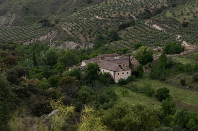 Imagen de la hacienda Jesús del Valle. Desde la distancia es visible su deterioro. Foto: Jesús Ochando