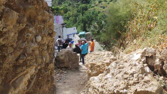 Grandes rocas dificultan desde hace más de un año el acceso al Museo Cuevas del Sacromonte.