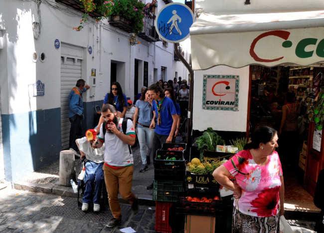 Momento en el que el grupo llega a Plaza Larga tras pasar por la calle Agua, en el Albaicín
