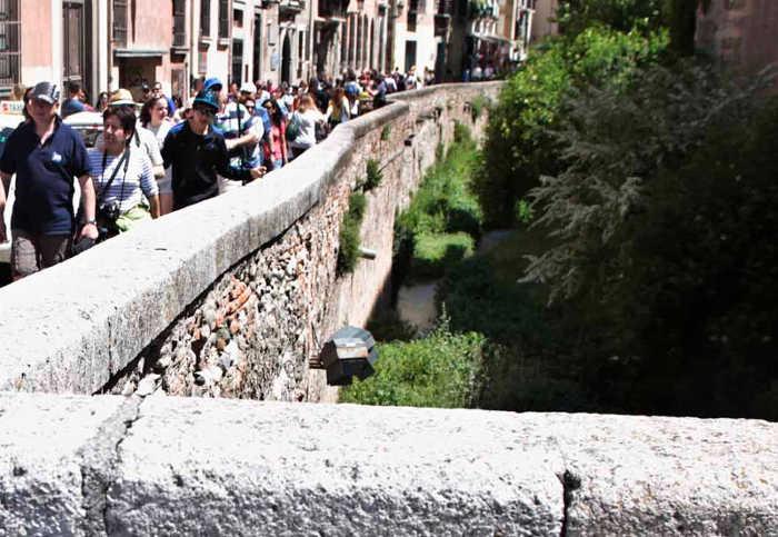 Río Darro desde el comienzo de la Carrera que lleva su nombre. Foto M. RODRIGUEZ