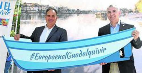 Manuel Romero, presidente de la Confederación Hidrográfica del Guadalquivir, junto a Santiago Pérez.
