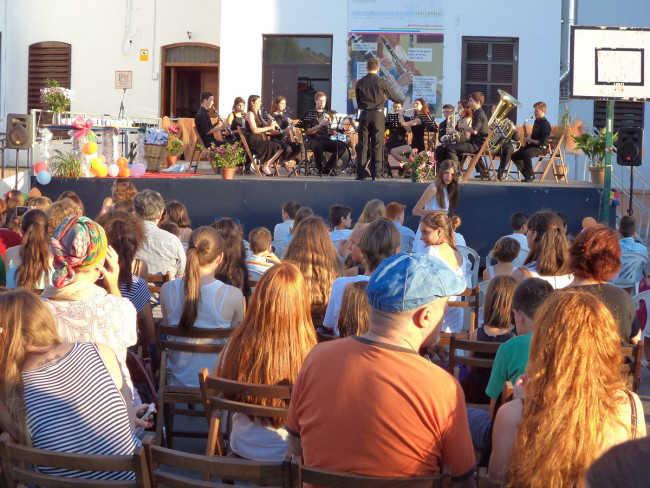 Padres y alumnos asisten al concierto que puso fin al curso escolar. Foto: Agustín Martín