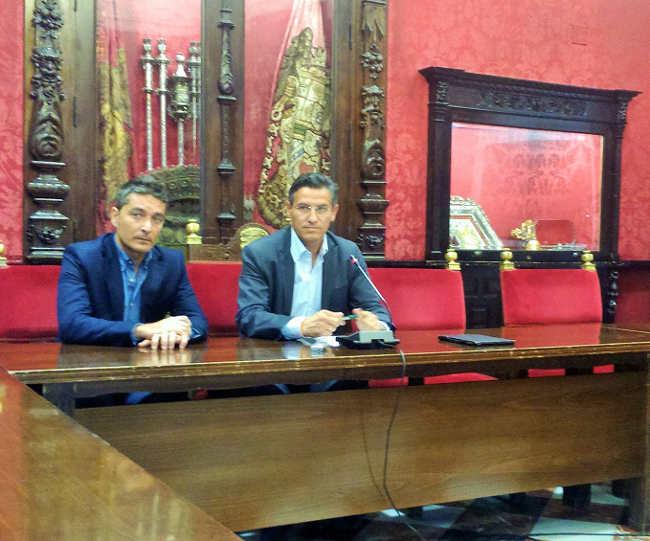 Luis Salvador y Manuel Olivares, en rueda de prensa.FOTO: Ciudadanos