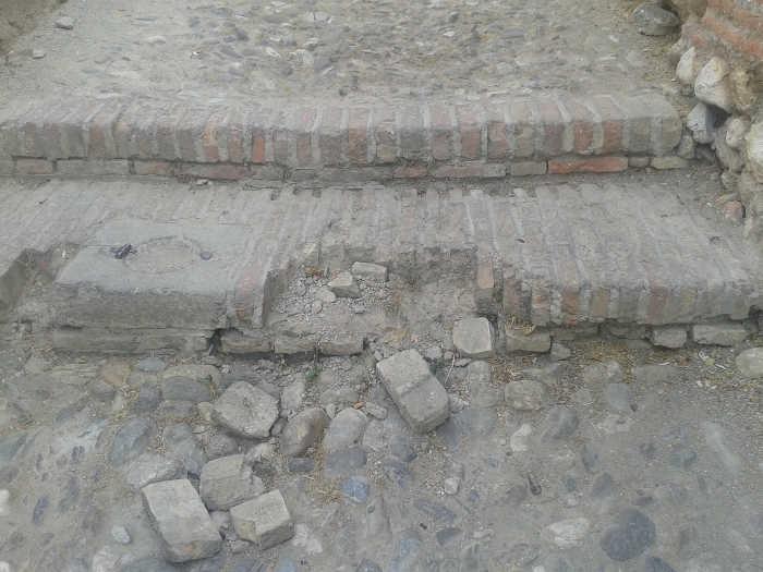 deterioro escalera Ladron del Agua 20150729 a