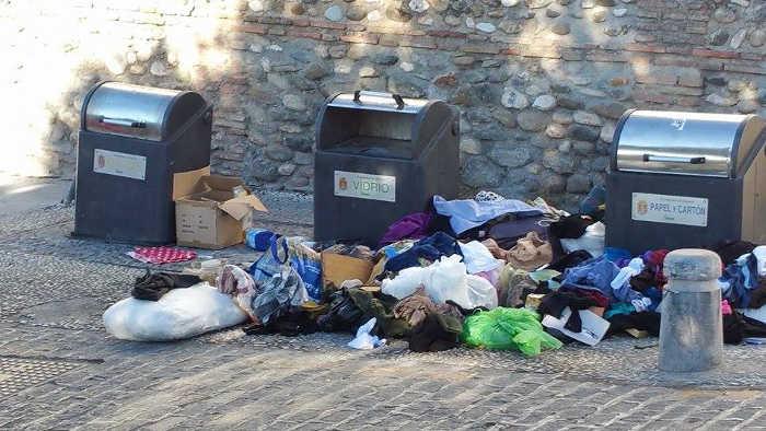 basura contenedores Carril de la Lona 20150823 a