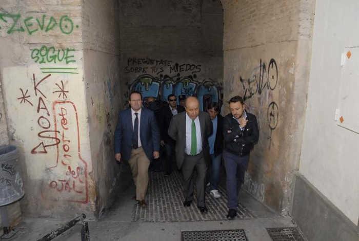Alcalde visita Albayzin Arco de las Pesas IND 2015