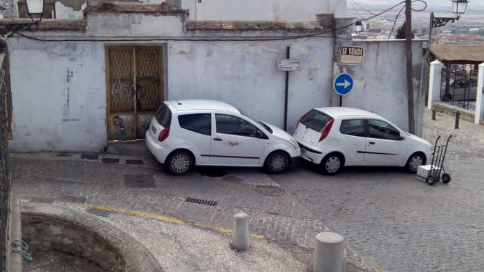 Atasco Carril Lona 20150921 coches mal aparcados